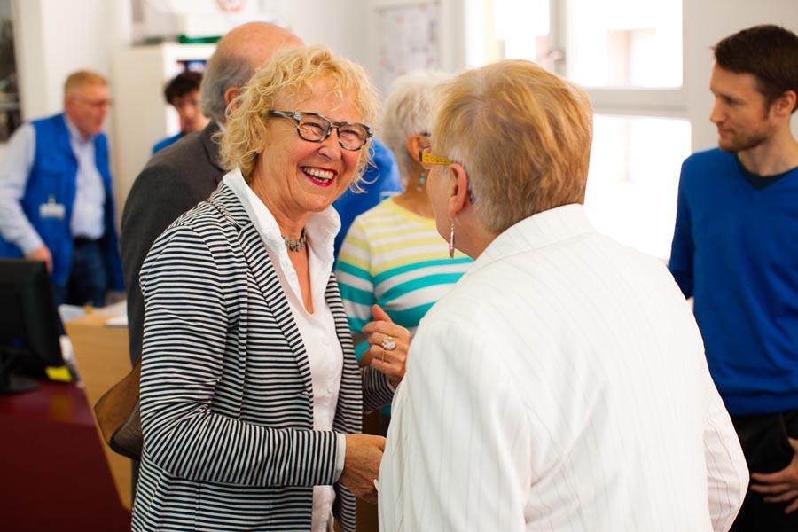 Gut gelaunte Gäste: Gertrud Siemons und Ingrid Löhe, ehrenamtliche Mitarbeiterinnen der Bahnhofsmission Köln (v.l.)