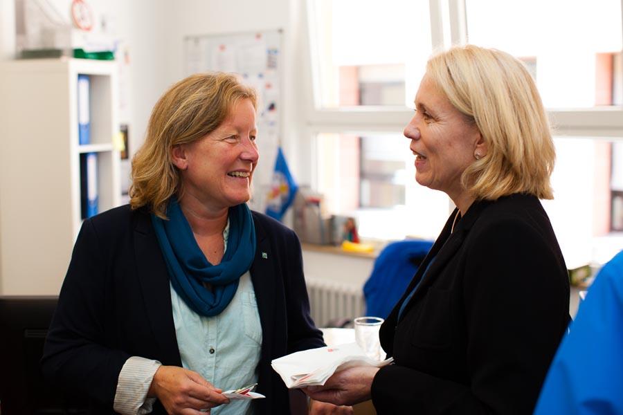Susanne Schönewolff, Fachbereichsleitung Diakonie Köln und Region und Karin Anders, Fachbereichsleitung Invia Köln e.V. (v.l.)